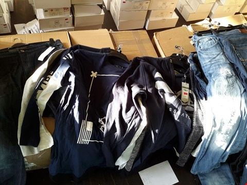 Lot 7099 BOX OF APPROXIMATELY 28 ASSORTED GENTS CLOTHING ITEMS TO INCLUDE VOI JEANS, CROSSHATCH TOPS, ETC