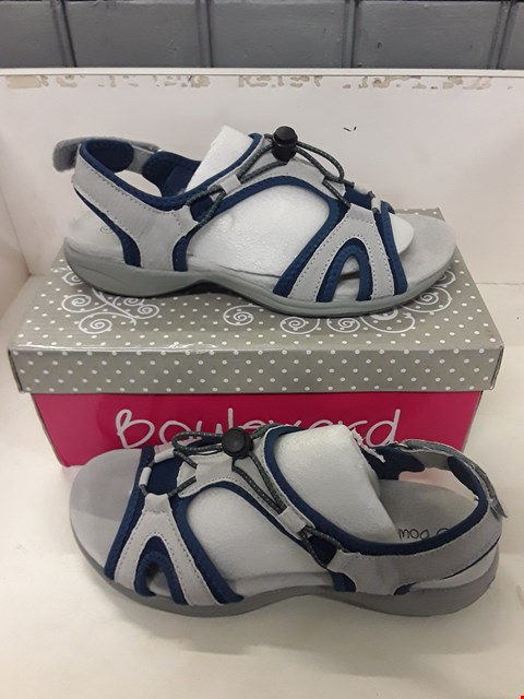 Lot 4057 PAIR OF DESIGNER UTILITY SANDALS IN THE STYLE OF BOULEVARD SIZE UK 6