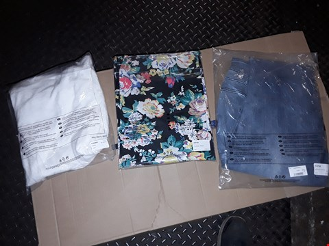 Lot 861 A BOX OF APPROXIMATELY 35 ASSORTED CLOTHING ITEMS TO INCLUDE,  FLORAL PRINT SIZE 22 DRESS , SIZE 22 DENIM JEANS AND SIZE 22 WHITE CARDIGAN ETC