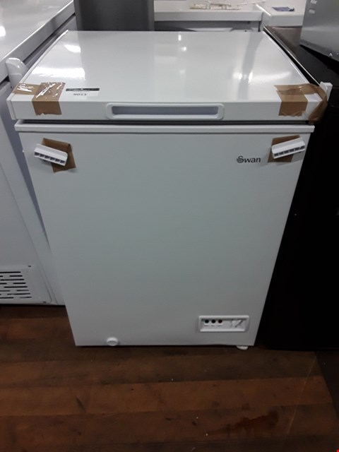 Lot 9011 SWAN SR4150W WHITE CHEST FREEZER