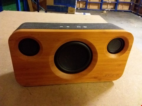 Lot 963 ARCHER A320 WOOD EFFECT BLUETOOTH SPEAKER
