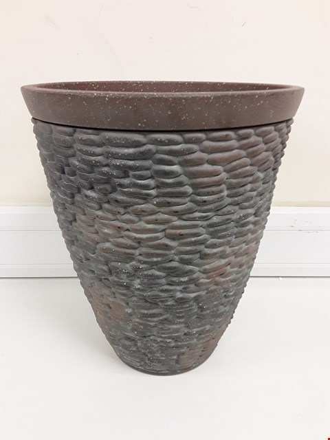Lot 9357 BOXED PREMIUM STONE EFFECT PLANTER RRP £26.00