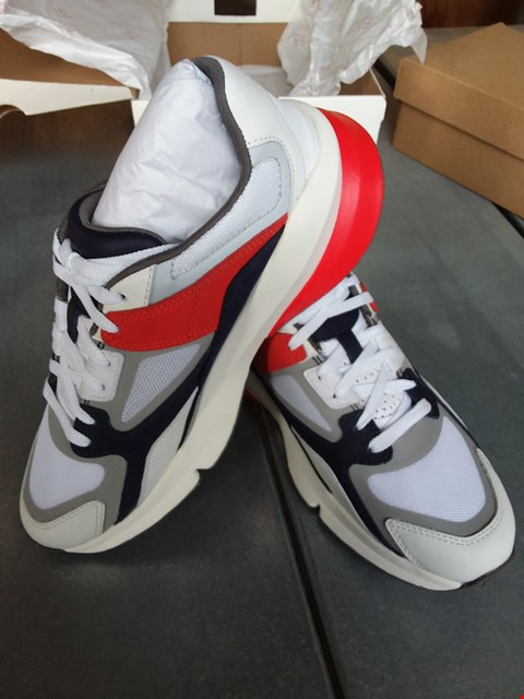 Lot 7084 UNDER ARMOUR FORGE 96 TRACK TRAINERS - WHITE SIZE 6