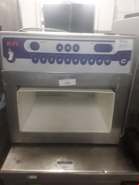 Lot 17 MERRYCHEF MICROWAVE