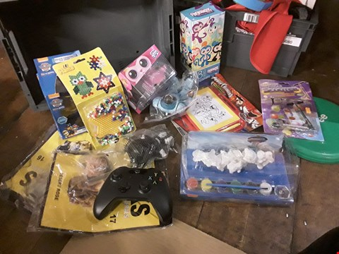 Lot 6081 TRAY OF APPROXIMATELY  13 ACTIVITY TOYS, INCLUDING, BEAD SET, POWER RANGERS DRAWING TABLET, PAW PATROL FIGURE PAINTING SET, FINGERRINGD, ( TRAY NOT INCLUDED )