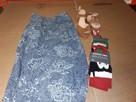 Lot 9414 5 BOXES OF APPROXIMATELY 121 ASSORTED CLOTHING AND FOOTWEAR ITEMS INCLUDING MULTICOLOURED PACK OF 4 MEN'S SOCKS, TAN MULTICOLOURED FLORAL PATTERN SANDALS AND LIGHT WASH FLORAL JEANS