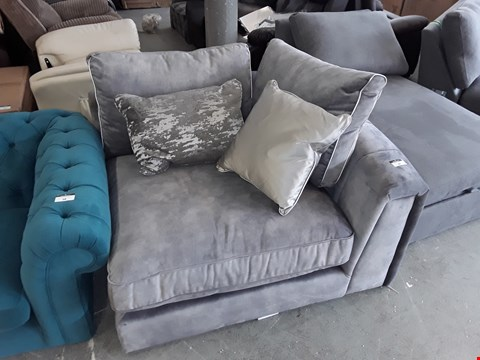 Lot 99 QUALITY BRITISH DESIGNER GREY PLUSH VELVET CORNER CHAIR WITH SCATTER CUSHIONS