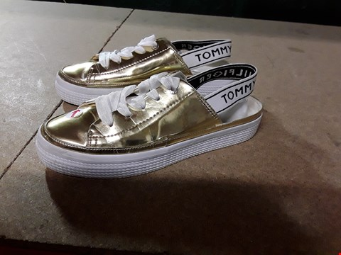 Lot 816 TOMMY HILFINGER MIRROR METAL SHOES SIZE 6.5 RRP £90