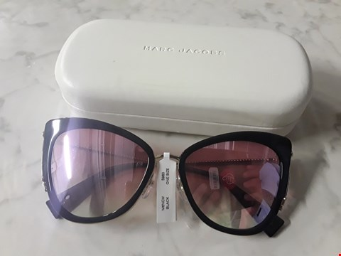 Lot 8550 MARC JACOBS BLACK AND PINK CAT EYE SUNGLASSES RRP £340.00