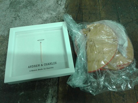 Lot 2064 LOT OF 3 X MIXED ITEMS INCLUDES PERSONALISED FRAME AND AMOUR CHOPPING BOARDS RRP £49