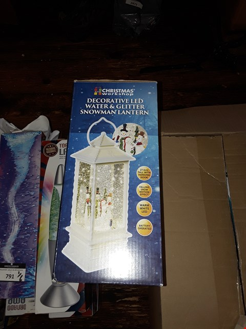 Lot 792 4X DECORATIVE LED WATER AND GLITTER SNOWMAN LANTERNS AND 280 WHITE CLUSTER LIGHTS