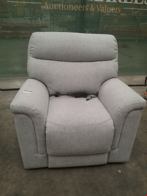 Lot 31 QUALITY BRITISH MADE HARDWOOD FRAMED GREY FABRIC RECLINING ARM CHAIR