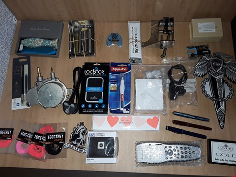 Lot 2505 BOX OF APPROXIMATELY 30 ASSORTED ITEMS TO INCLUDE SKY REMOTE,VARIOUS FOUNTAIN PENS AND UK WARRIOR GUM SHIELD
