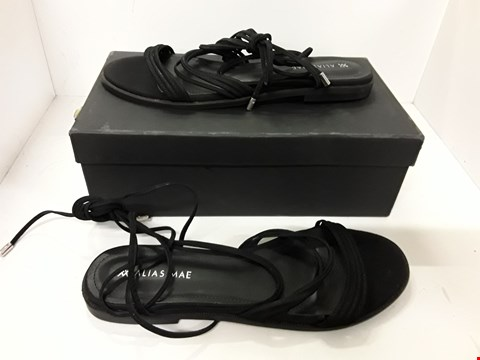 Lot 4133 PAIR OF DESIGNER BLACK SANDALS IN THE STYLE OF ALIAS MAE SIZE EU 39