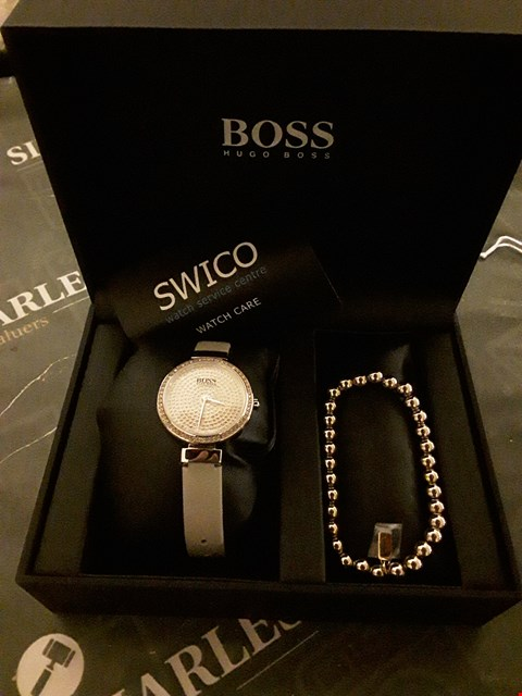 Lot 2066 BOSS CARNATION GOLD CRYSTAL SET DIAL BLUSH LEATHER STRAP LADIES WATCH AND CARNATION GOLD BRACELET GIFT SET RRP £249.00