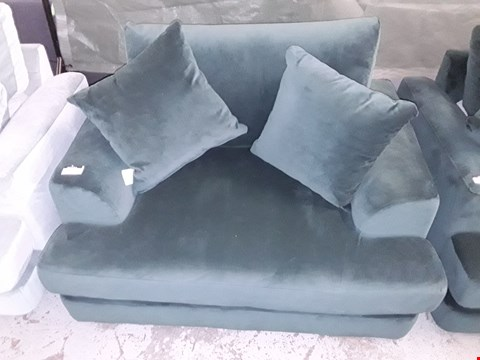 Lot 72 QUALITY BRITISH MADE GREEN VELVET FABRIC SNUGGLE CHAIR
