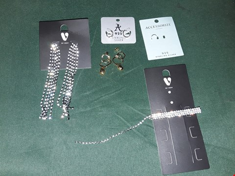 Lot 4212 LOT OF 5 ASSORTED JEWELLERY ITEMS TO INCLUDE GOLD NUGGET EARRINGS, SILVER NOSE RING, DISMANTE HAIR CLIP
