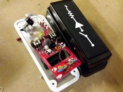 Lot 1051 CUSTOM AUDIO MC404 GUITAR PEDAL