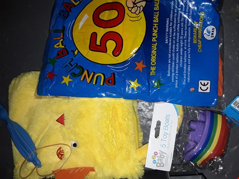 Lot 725 BOX OF  TOYS TO INCLUDE  ) BOATS , PUNCH BALL BALLOONS  ,A BAG & MORE