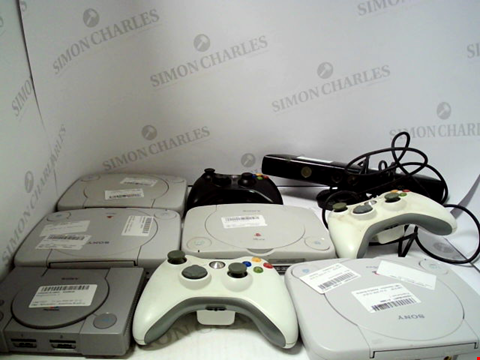 Lot 722 BOX OF APPROXIAMTELY 16 ASSORTED ITEMS TO INCLUDE CONSOLES AND GAME CONTROLLERS ETC