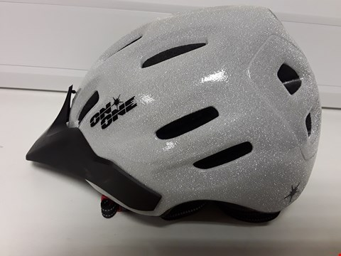 Lot 4180 UNBOXED ON ONE SILVER GLITZ HELMET SIZE M