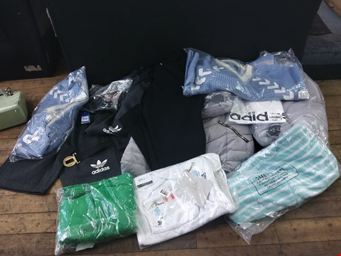 Lot 6051 10 ASSORTED ITEMS OF CLOTHING TO INCLUDE: ADIDAS SHORTS, COATS ETC