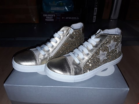 Lot 12582 BOXED CIAO GOLD GLITTERY STAR DETAIL LACE/ZIP UP SHOES UK SIZE 3.5