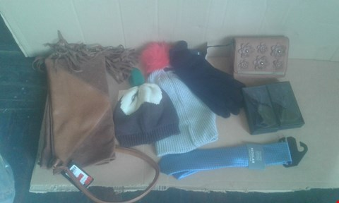 Lot 7047 APPROXIMATELY 50 X MIXED CLOTHING ITEMS TO INCLUDE THINSULATE GLOVES, BEANIE HATS AND GUITAR SHOULDER BAG