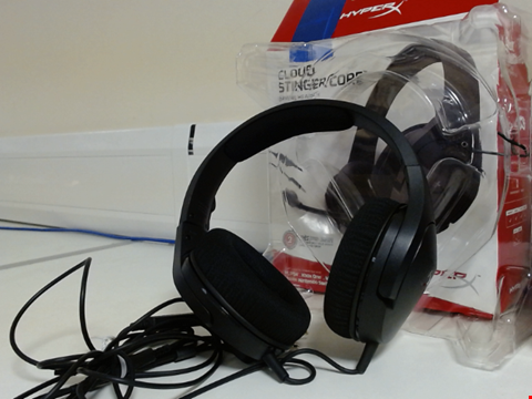 Lot 15039 HYPERX CLOUD STINGER CORE - GAMING HEADSET, FOR PC, XBOX ONE, PLAYSTATION 4, NINTENDO SWITCH, LIGHTWEIGHT, OVER-EAR WIRED HEADSET WITH MIC