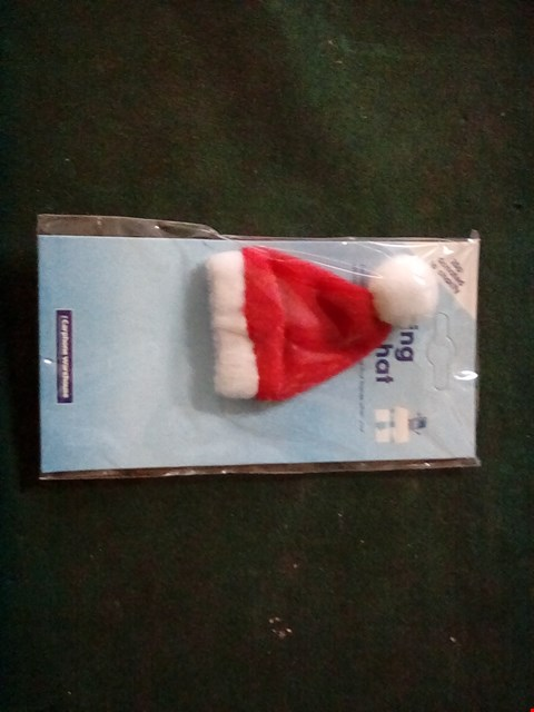 Lot 1086 A BOX OF APPROXIMATELY 50 FLASHING SANTA HATS FOR MOBILE PHONES