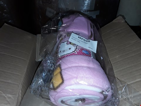 Lot 38 4 BOXES TO AMOUNT TO APPROXIMATELY 20 HELLO KITTY FOLK FLEECE BLANKETS