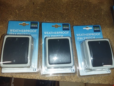 Lot 2906 LOT OF 3 BRAND NEW WEATHERPROOF IP44 SWITCHES  RRP £30.00