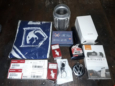 Lot 8486 CRATE OF ASSORTED CAR PARTS AND ACCESSORIES TO INCLUDE HONDA SILICONE GREASE, KENU AIRFEAME +, 15IN1 MULTI TOOL AND MORE