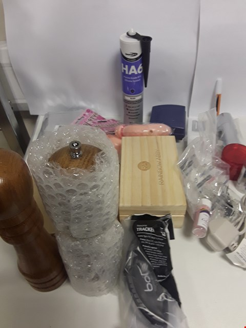 Lot 6529 BOX OF APPROXIMATELY 35 ASSORTED ITEMS TO INCLUDE SEALANT, PEPPER GRINDER ETC