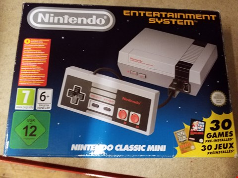 Lot 2015 A NINTENDO CLASSIC MINI