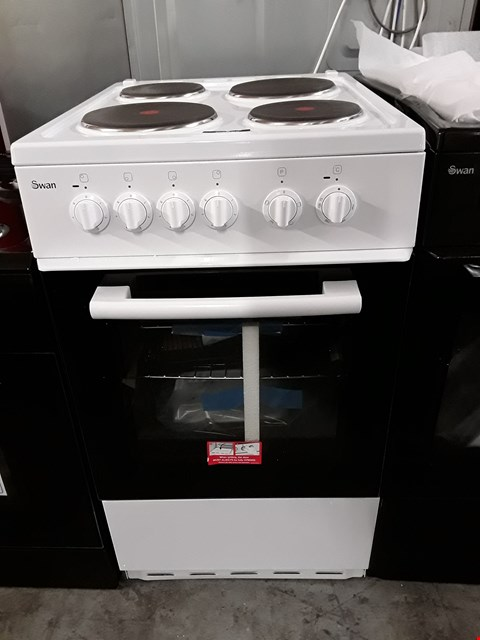 Lot 35 SWAN SX1011W 50CM SINGLE ELECTRIC COOKER IN WHITE RRP £409