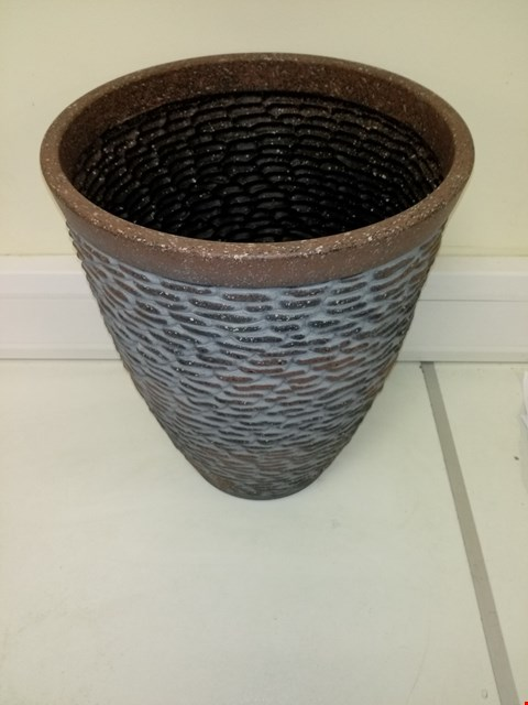 Lot 9199 BOXED PREMIUM STONE EFFECT PLANTER APPROXIMATELY 47CM TALL 37CM DIAMETER RRP £26.00