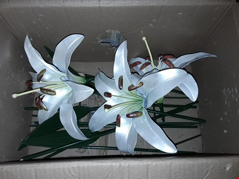 Lot 117 METAL LILY OUTDOOR STAKE DECORATION