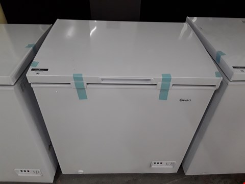 Lot 95 SWAN WHITE CHEST FREEZER 142 LITRES  SR4160W RRP £159.99