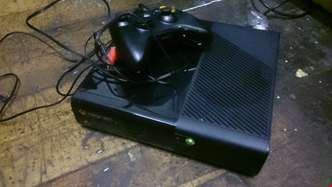 Lot 66 XBOX 360 GAMES CONSOLE WITH CONTROLER & POWER LEAD