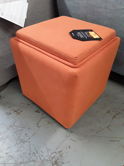 Lot 360 QUALITY BRITISH DESIGNER TAYLOR CUBE STORAGE FOOTSTOOL UPHOLSTERED IN COTTON LINEN WEAVE CALIFORNIA POPPY FABRIC RRP £249
