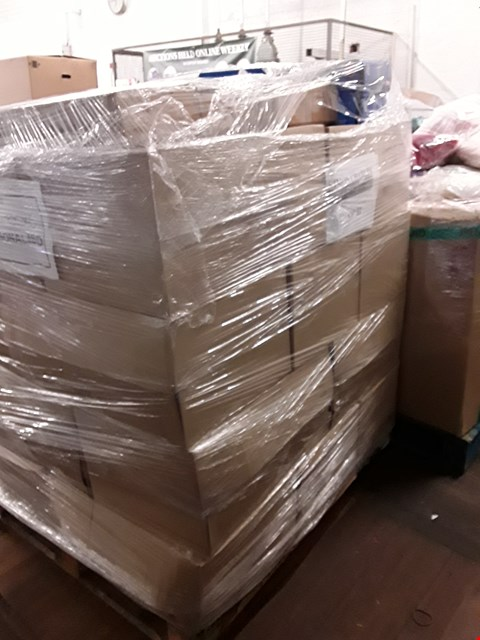 Lot 1562 PALLET OF ASSORTED ITEMS TO INCLUDE IN-LINE SCOOTER, LIGHT UP ADVENT CALENDAR AND WHITE PANELLED TOY CHEST ECT