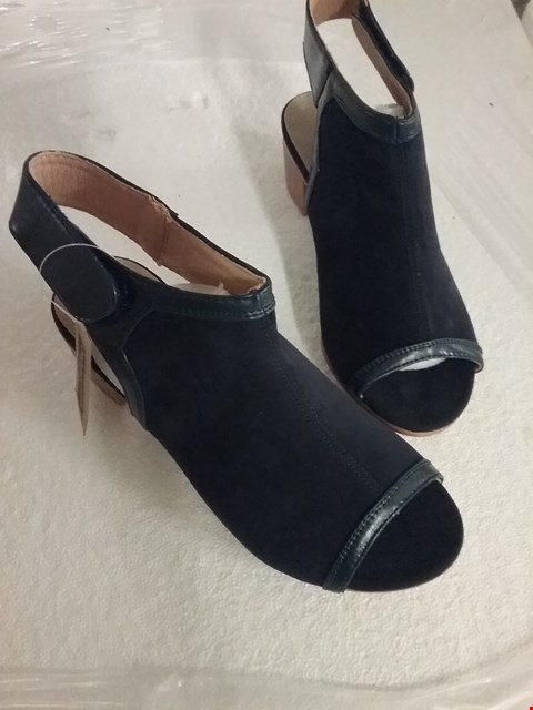 Lot 127 BOXED CUSHION WALK PISA HEELED SHOES - BLACK, SIZE 4