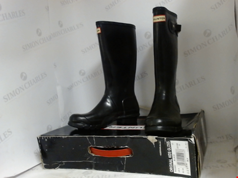 Lot 16046 BOXED PAIR OF DESIGNER HUNTER BOOTS - UK SIZE 5
