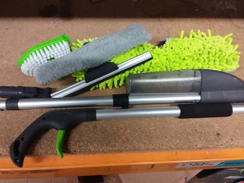 Lot 245 UNBOXED IT-WORKS SPRAY MOP