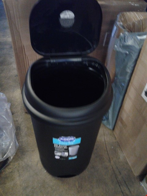 Lot 226 PLASTIC 50LTR ROUND TOUCH TOP BIN RRP £30