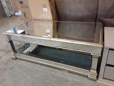 Lot 21 DESIGNER MIRRORED COFFEE TABLE