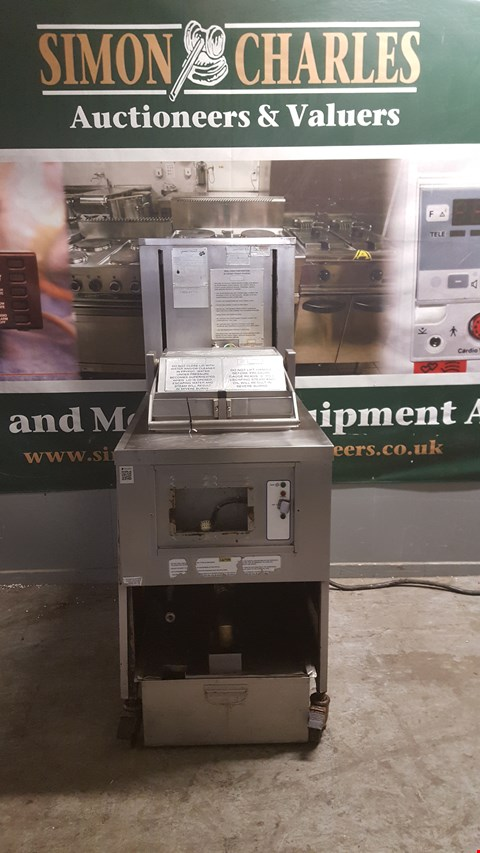 Lot 107 HENNY PENNY 8 HEAD PRESSURE FRYER