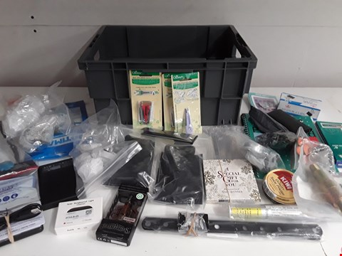 Lot 173 BOX OF APPROXIMATELY 41 ASSORTED ITEMS TO INCLUDE STATIONERY, BADGES, HARDWARE ACCESSORIES ETC