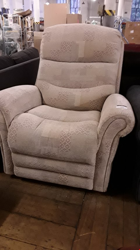Lot 685 DESIGNER BEIGE FABRIC MANUAL RECLINING EASY CHAIR